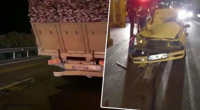 Otomobil odun yüklü kamyona çarptı