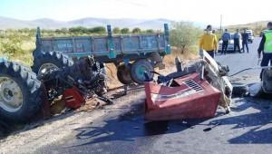 Traktör ikiye bölündü: 2 ölü, 5 yaralı