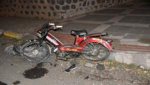 Otomobille çarpışan motosikletin sürücüsü öldü