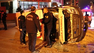 Ambulans ile hafif ticari araç çarpıştı