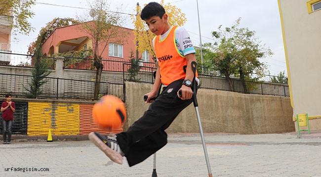 Eyyübiye'de top koşturan engelli Milli formayı hedefliyor