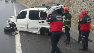 Ticari araç devrildi: 4 yaralı