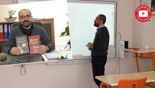 Türkçe konuşamıyordu, öğretmen oldu kitap yazdı