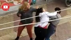İki kız kardeş bir erkeği evire çevire dövdü