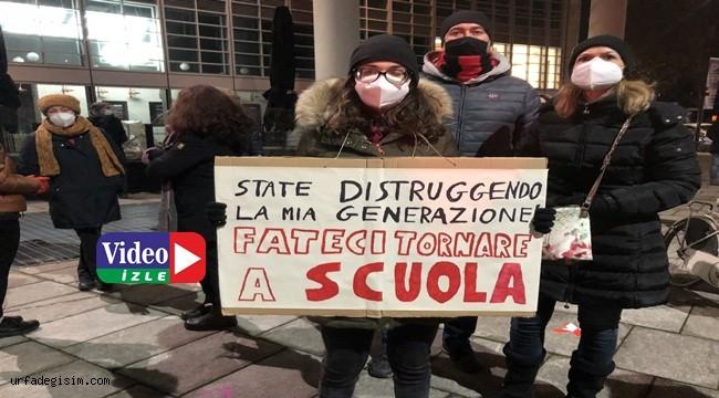 İtalya'da öğrenciler uzaktan eğitim'e karşı