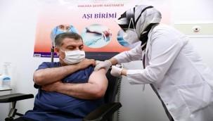 Koca, korona virüs aşısı oldu