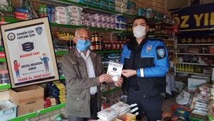 Polis, Covid 19 broşürü dağıttı