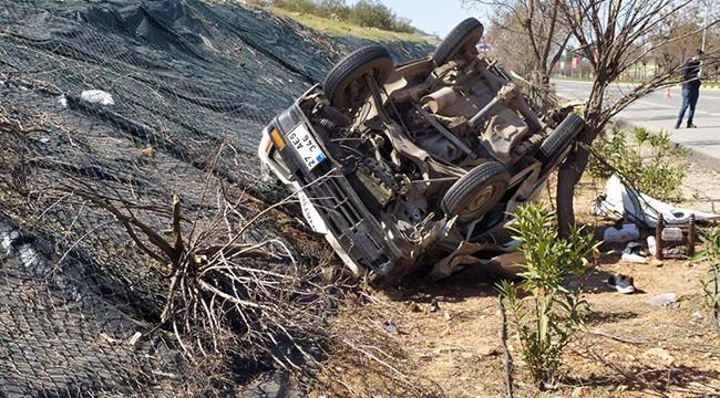 Araç savruldu: 3 yaralı