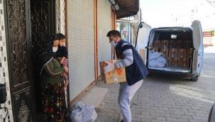 İhtiyaç sahipleri gıda malzemesi dağıtıldı