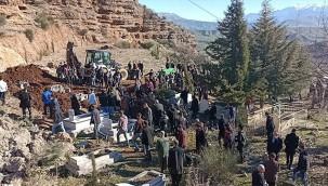 Silahlı kavgada ölen 6 kişiden 4'ünün cenazesi toprağa verildi