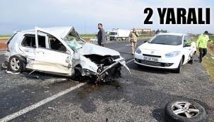 Kontrolden çıkan otomobil karşı şeritteki araçlara çarptı!