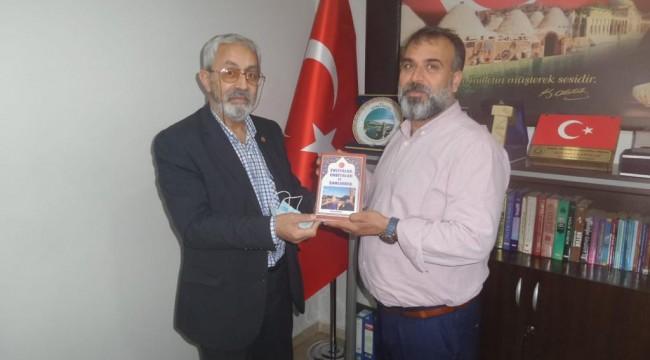 Abacıoğlu, yeni eserini Kakız için imzaladı