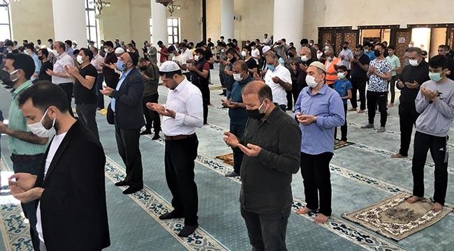 Cami cemaati yağmur için dua etti!