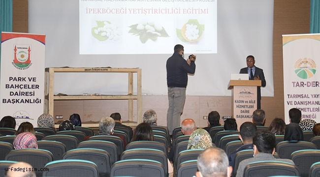 Çiftçilere ipekböcekçiliği semineri