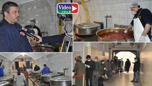 Kazanlar iftar sofraları için kaynıyor