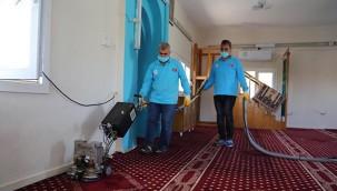 Camilerde temizlik çalışması yapıldı