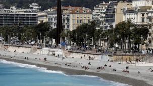 Fransa'da Covid-19'a bağlı 20 bin yeni vaka