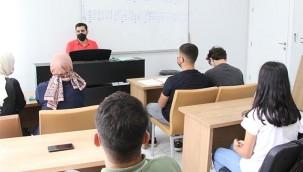 Gençler ücretsiz kurslarla hazırlanıyor