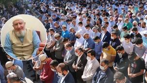 Yüzlerce kişi kanaat önderini uğurladı