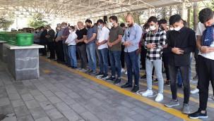 Feci kazada ölenlerden üçü Gaziantep'te defnedildi