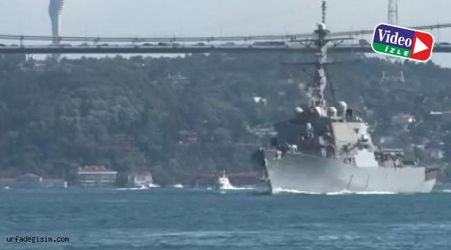 Savaş gemisi Boğaz'dan geçti