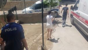 Genç kız sağlık ekiplerine sığındı