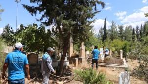 Mezarlıkların bakımı yapıldı