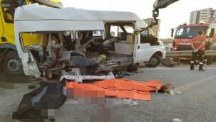 Tarım işçilerini taşıyan minibüse tır çarptı, ölü ve yaralılar var!