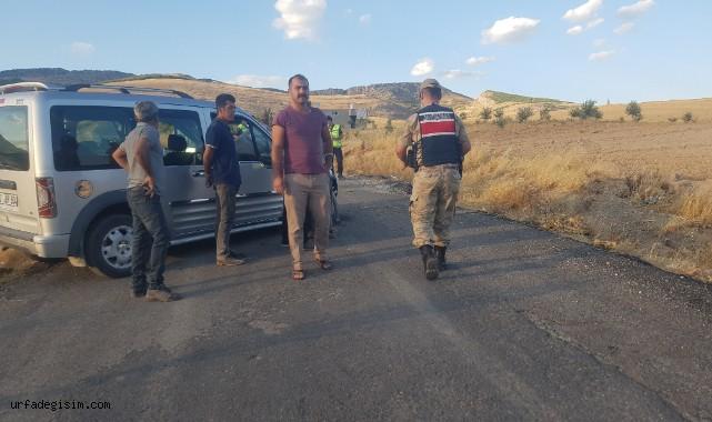 Hafif ticari araç yoldan çıktı: 2 yaralı