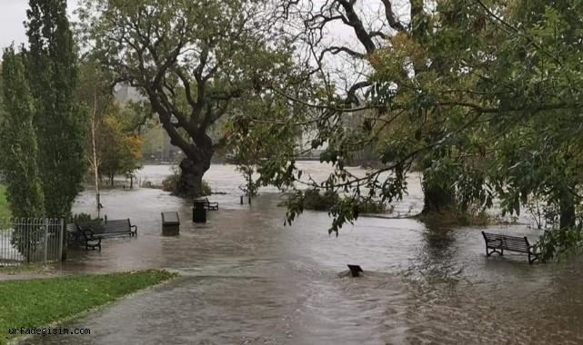 Nehirler taştı, yollar sular altında kaldı
