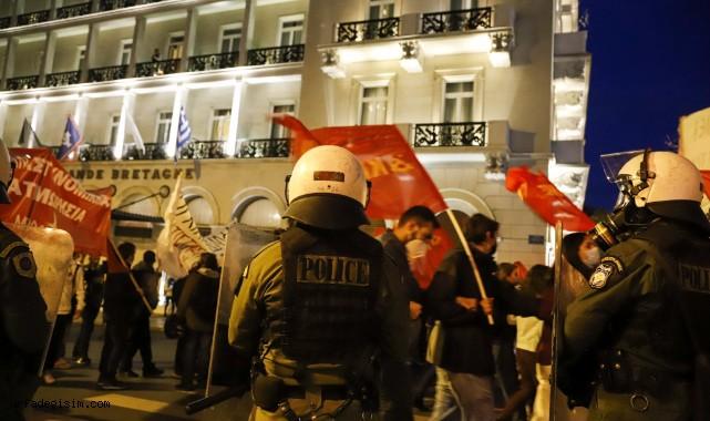 Polis şiddetine karşı halk sokaklara döküldü